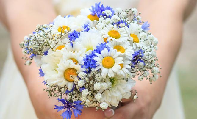 bukiety-slubne-z-kwiatow-polnych-4-9f2bb1a3698dec1771b75a452362175a_a9e379