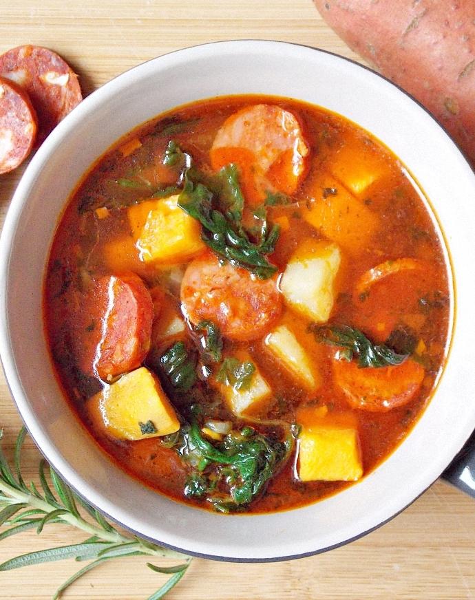 Portugalska zupa z batatów i chorizo