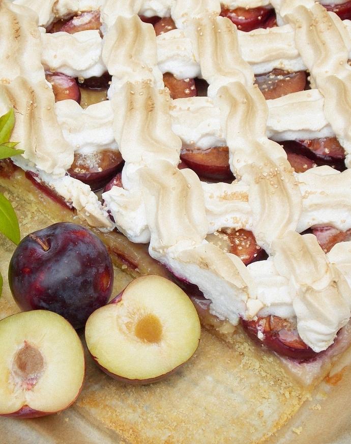 Ciasto ze śliwkami i bezą