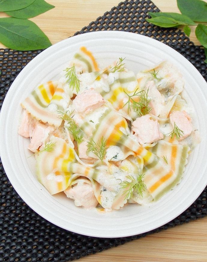 Makaron w kremowym sosie z łososiem